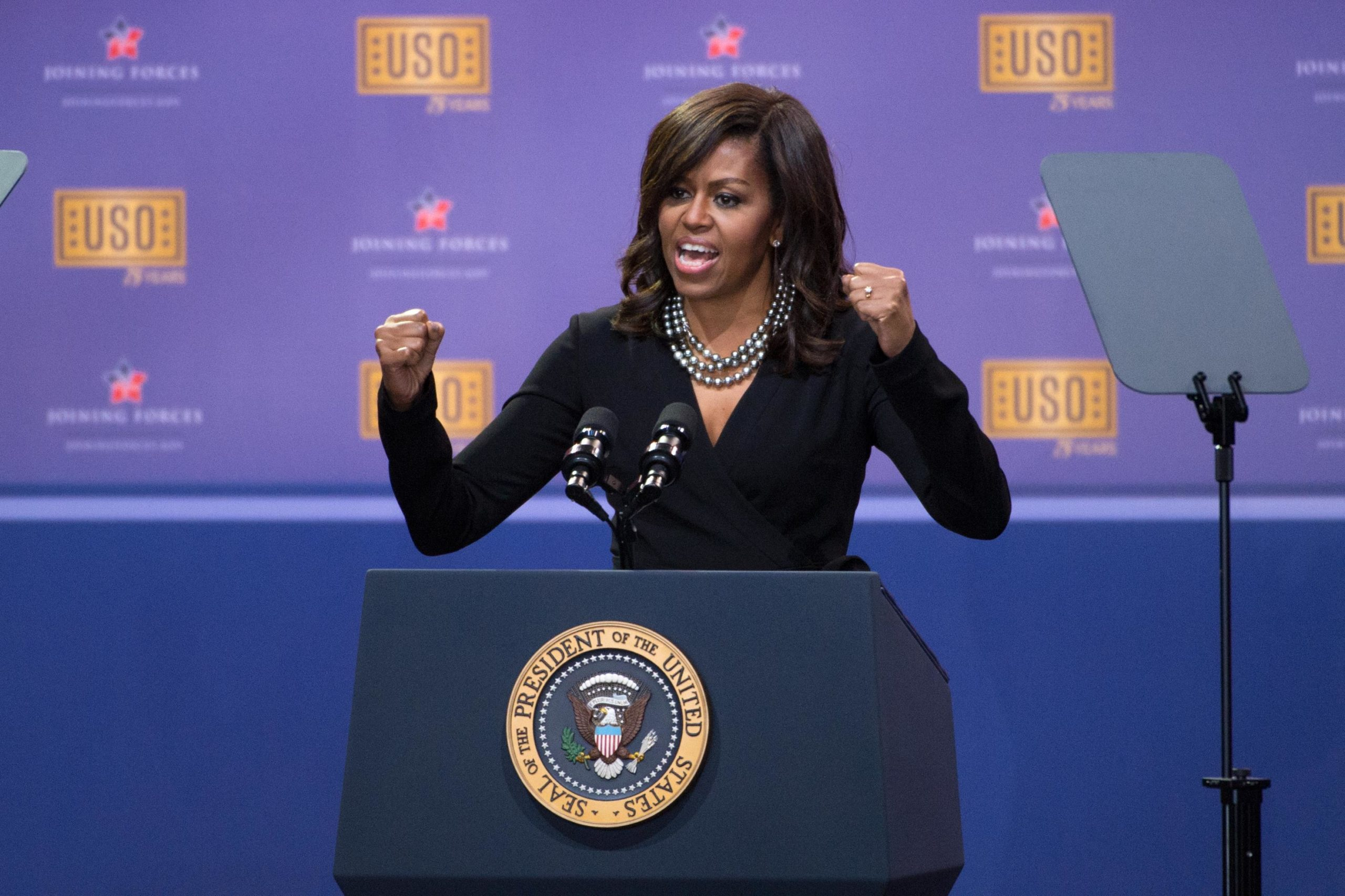 Obamas and Bidens Open USO Show